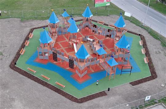 """CULTPLAY – Vytvorenie interaktívnych tematických parkov, inovatívne  použitie kultúrneho dedičstva"""" / CULTPLAY projekt - Interaktív tematikus  parkok létrehozása, a kulturális örökség innovatív használata: Nové Zámky"""